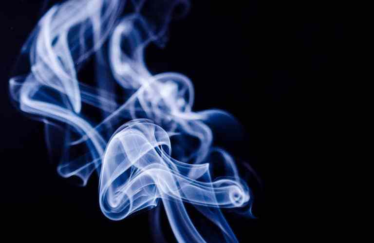 How to remove cigarette smoke from Window